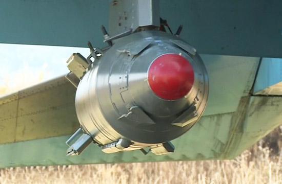 俄军用巨型制导炸弹炸武装分子