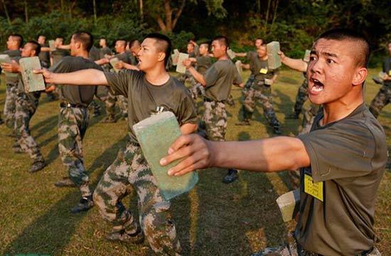 """解放军新兵训练有多种""""神器"""""""