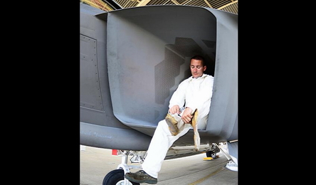 近看到毛孔!世界最强现役战机F-22进气道鉴赏