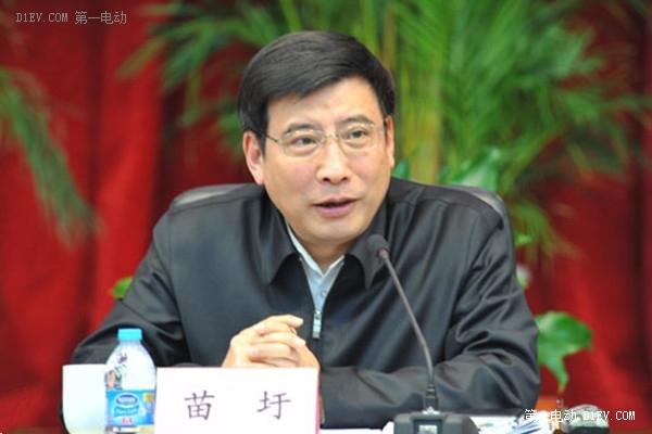 苗圩:14家未达标汽车企业将被停止生产资质
