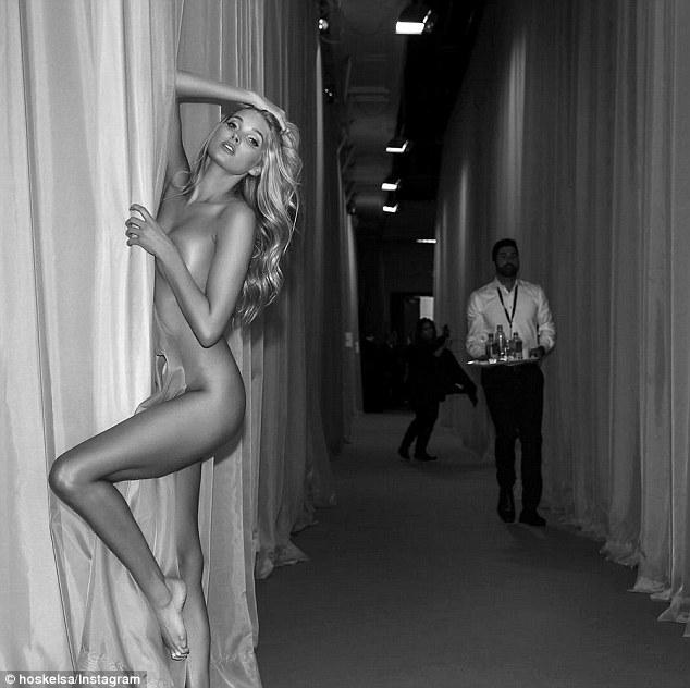 瑞典超模艾尔莎•霍斯卡维秘秀后台拍全裸照