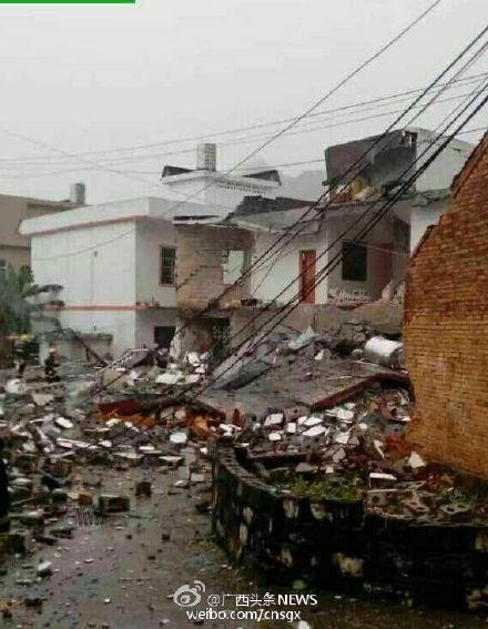 广西一栋民居爆炸后倒塌 或因自制炸药引起