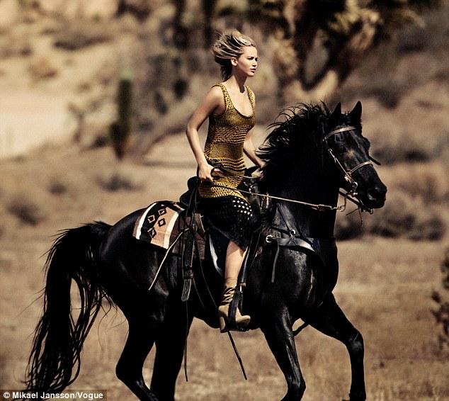 詹妮弗•劳伦斯为《Vogue》杂志拍摄写真  称渴望寻求真爱