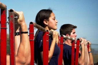 美海军陆战队拿女人当男人使