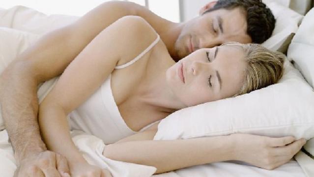 恩爱夫妻有12种睡姿