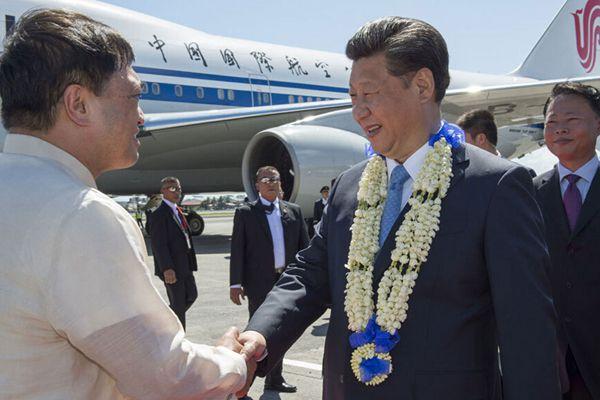 习近平抵达菲律宾出席APEC第二十三次领导人会议