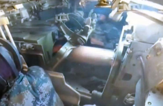我军坦克自动装弹机卡弹险炸膛