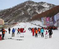 申奥成功助力市民冰雪热情 崇礼滑雪场游客翻倍涨