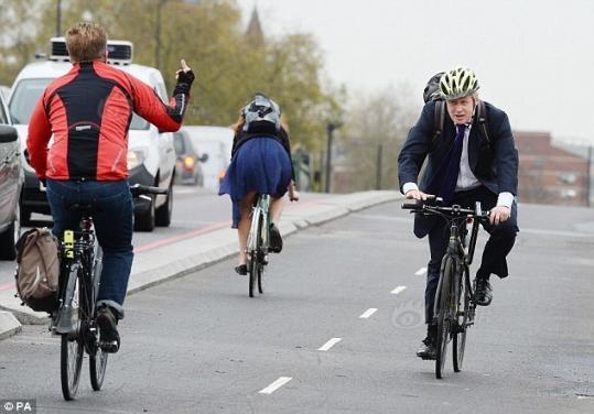 伦敦市长骑车出行被市民竖中指