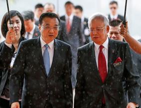 马总理雨中欢迎中国总理