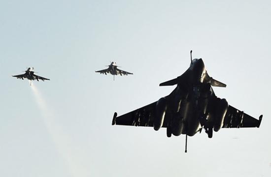 法国航母对IS武装发起首次攻击