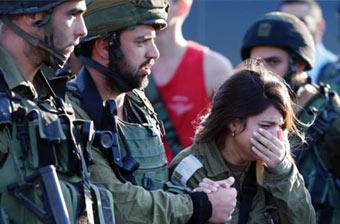以色列女兵战友身亡悲痛落泪