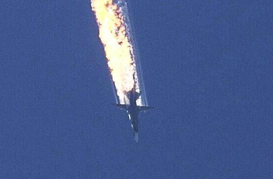 俄军苏24战机在土叙边境坠毁