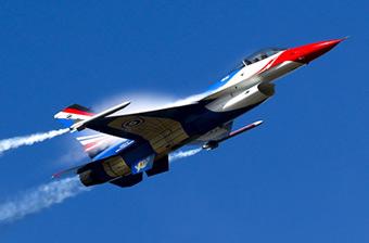 中国歼10与美制F-16同场竞技