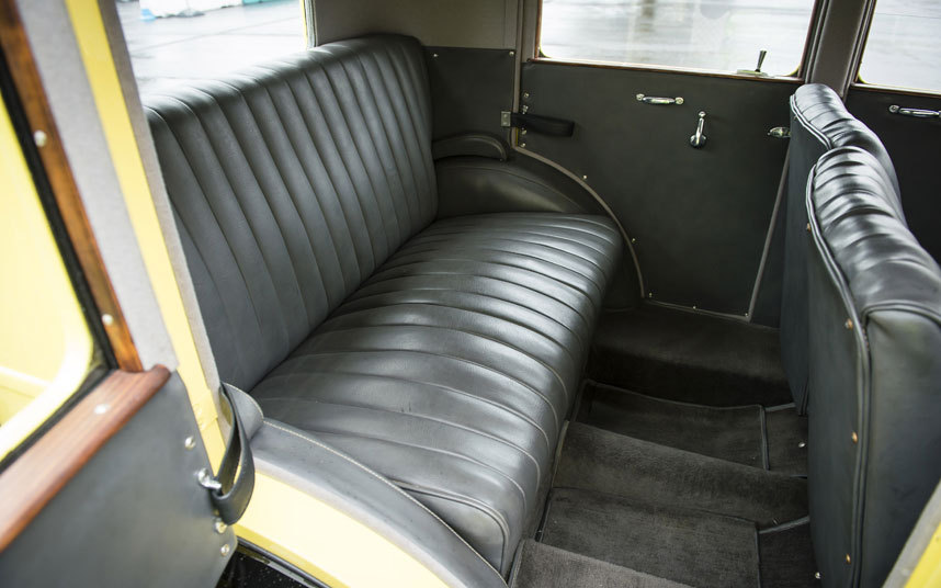 iv. 后座装有弹簧,无疑是全车最舒适的地方.   v. 以现代的高清图片