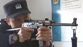大野猪闯小区被特警7枪击中反扑 惊险补枪(图)