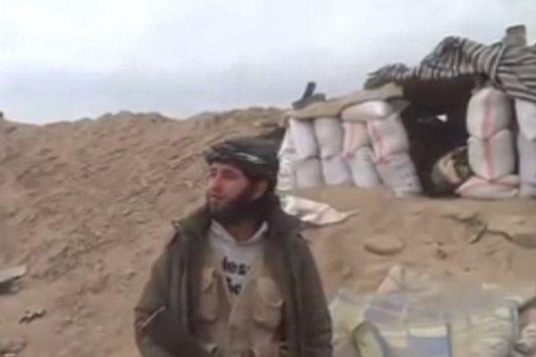 叙利亚叛军在录制视频时被炸碎