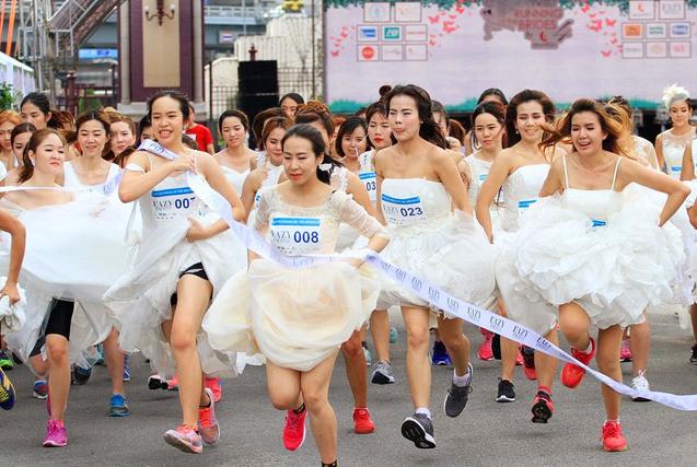 环球图片一周精选 曼谷新娘披婚纱街头狂奔