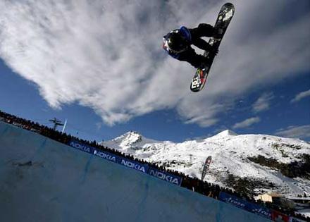 单板滑雪遭遇极限挑战