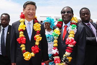 习近平抵津巴布韦受到热烈欢迎