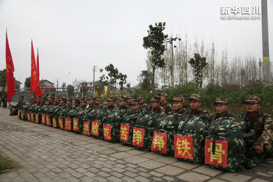 武警交通部队新兵野营拉练 3天徒步80多公里图片
