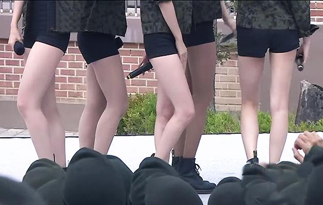 韩国美腿女团劳军秀性感舞姿:大兵们疯狂了