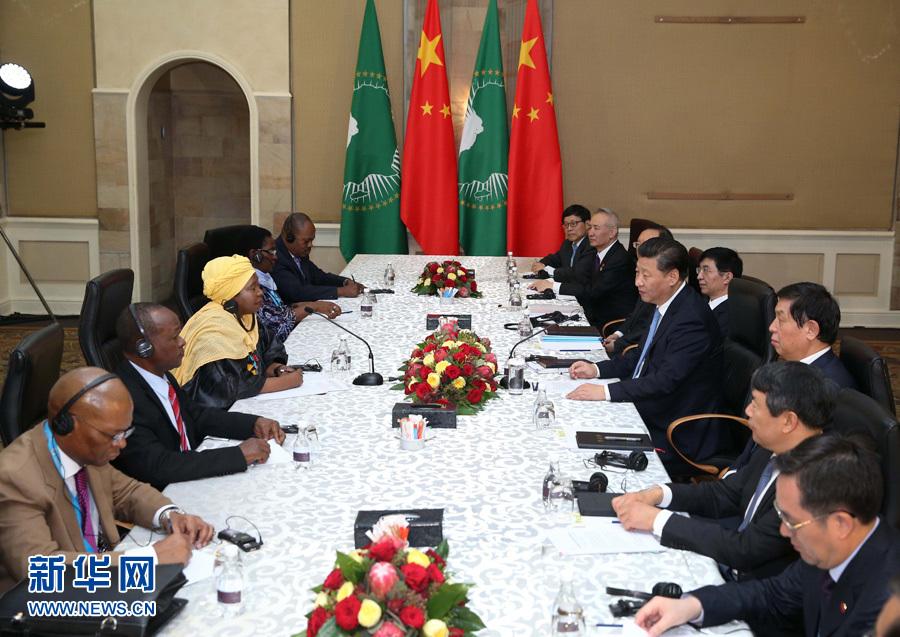 12月3日,国家主席习近平在比勒陀利亚会见非洲联盟委员会主席祖马。 新华社记者庞兴雷摄