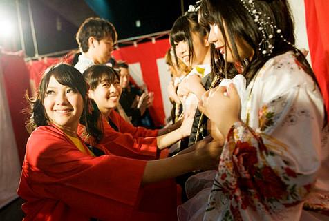 日本举办第13届摸胸慈善捐募活动