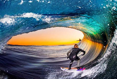 激流勇进 摄影师 巨浪 冲浪者/澳摄影师巨浪中拍冲浪者激流勇进