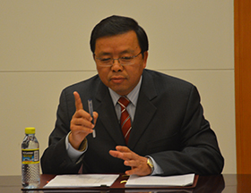 三国记者联合采访中国外交部亚洲司副司长黄溪连