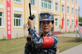 中国空军营级女士官长亮相