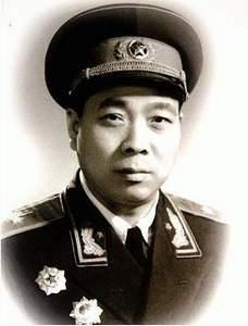 最年轻开国将军吴忠:1979年亲提步枪进打越南