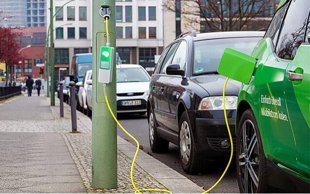 德国公司把路灯变成充电桩