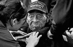 110岁美国二战老兵参加珍珠港事件74周年纪念