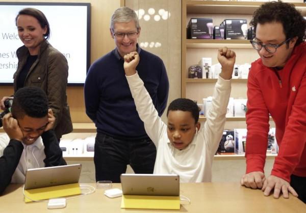 苹果CEO库克:学习编程和学习语言一样重要