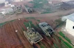 航拍叙政府军坦克进村打跑武装分子
