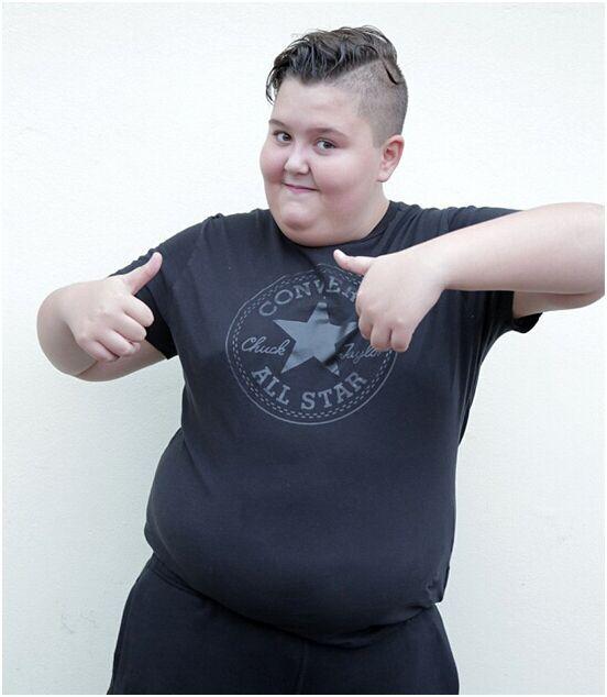 """英14岁肥胖少年拒绝节食减肥""""这会毁了我的童年"""""""