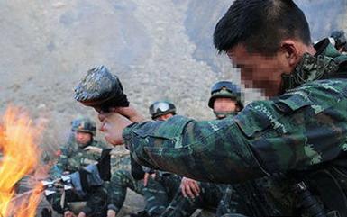 新疆特警歼灭暴恐分子细节 40多人坠崖摔伤