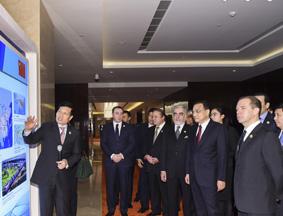 李克强同各国领导人参观上合成果展