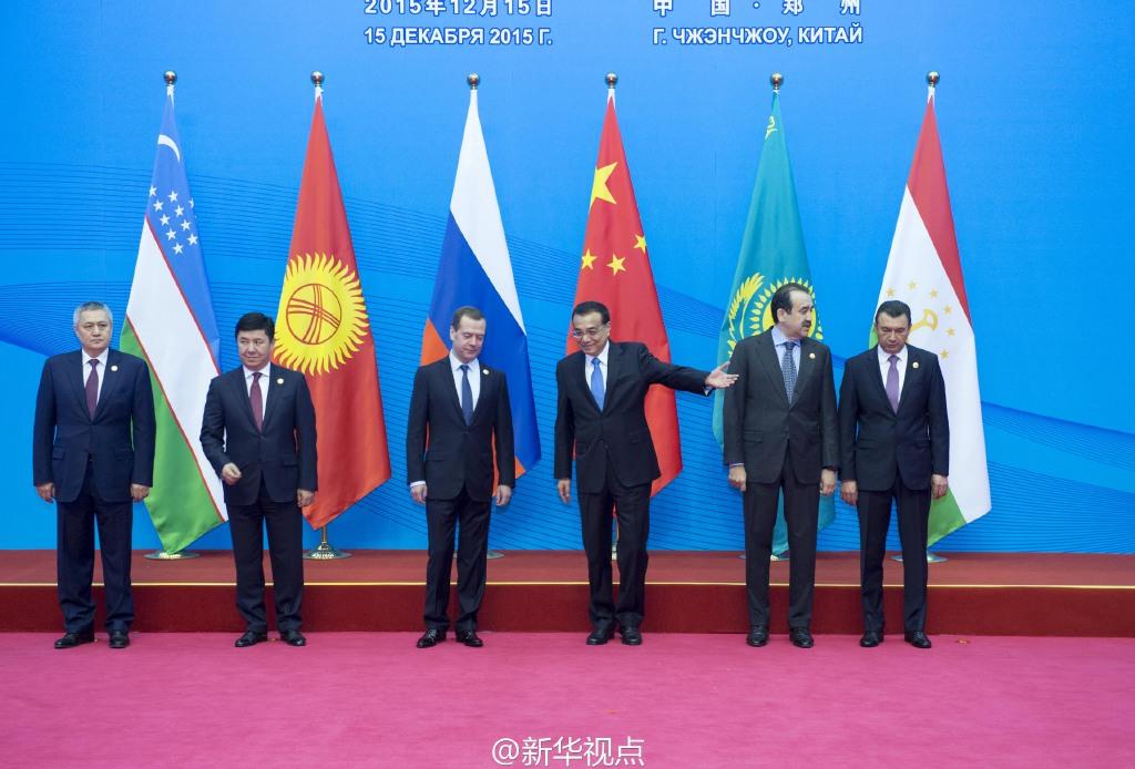 李克强在郑州国际会展中心迎接上合组织各国领导人