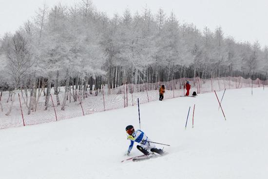 国际雪联远东杯开赛 世界高手云集万龙滑雪场