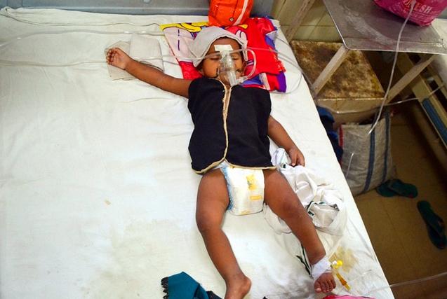 探访印度儿童医院里的疟疾患儿