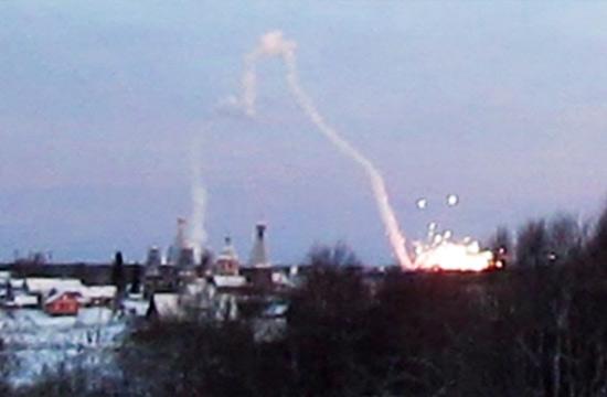 俄导弹偏离轨道击中居民楼画面