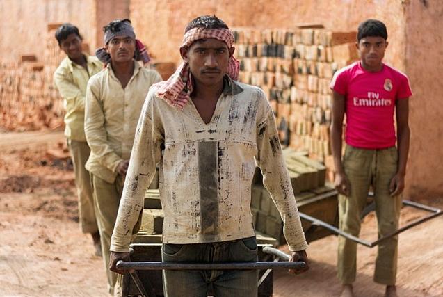 孟加拉国砖厂工人血汗生存实录