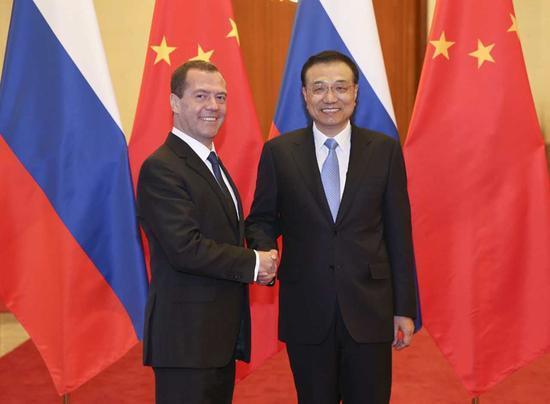 李克强会见俄总理 签署能源等30余项合作文件
