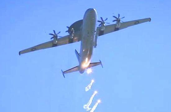 巴基斯坦ZDK03预警机扔干扰弹