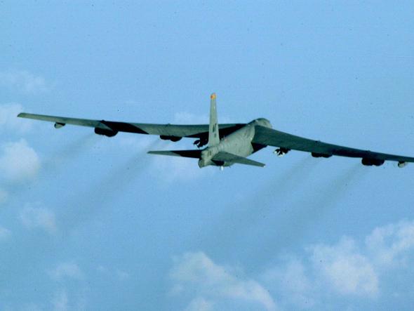 美方承认:B-52飞进华阳礁附近空域是个错误