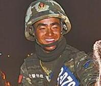 西藏武警超极限训练 过雷区身边火球腾空(图)