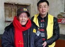 湖南嘉禾县志愿者给抗战老兵送暖冬物资