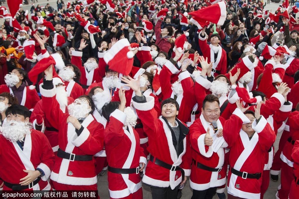 平安夜即将来临 韩国一大波圣诞老人出动助慈善